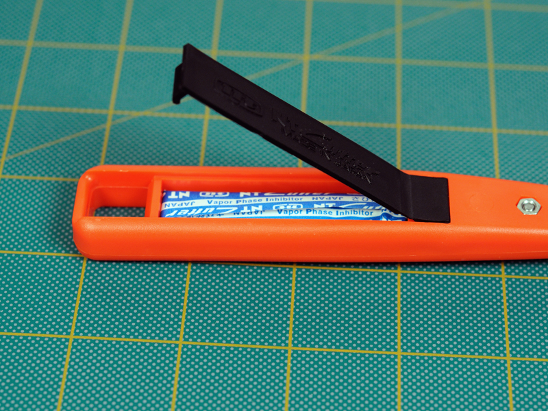 Plastic Cutter With Plastic Cutting Blade And Precision